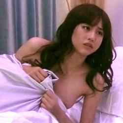 女優やアイドルたちがテレビで胸チラしてるとドキッとしちゃうの画像