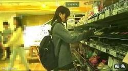 美少女JKのマンコをくちゅくちゅ言わせちゃう痴漢師wの画像