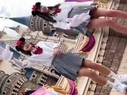 夢の国でパンツを盗撮されちゃった美少女JKたち!の画像