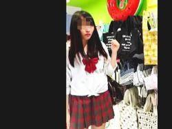 【盗撮】ミニスカひらひらさせて買い物してる女子校生たちはむしろパンチラを楽しんでる件♪の画像