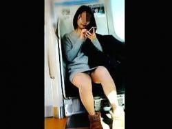 【盗撮】電車にクッソだらしなくてクッソエロいパンチラ女子がいたので皆さんとシェアします♪の画像