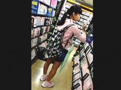 【盗撮】コレはアカンヤツ!明らかにJSっぽい女の子にぶっ掛けダッシュしてる変態撮り師♪の画像