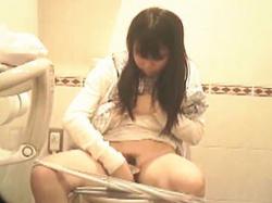 【盗撮動画】女性トイレ利用者の紙の使用状況を調査してるトイレットペーパーメーカー♪の画像