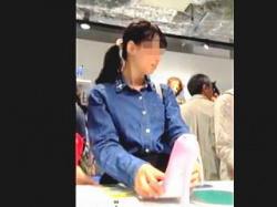 【盗撮動画】清純そうな女の子たちばかりが集まってる文具店で清純パンチラを追跡撮り♪の画像
