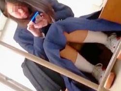 【盗撮動画】「クラスの女子のパンチラはオカズにも金にもなる」で教室で隠し撮りした男子♪の画像