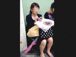 【盗撮動画】このジャンルの女性のパンチラが楽しめるようになったらキミはもうオトナだ♪の画像