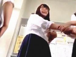 【盗撮動画】男子学生にジェラシーを感じるほどに無警戒なパンチラが無数に拝める学校生活♪の画像