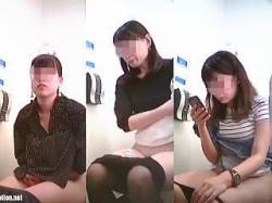 【盗撮動画】早ション選手権開催中の女子トイレを利用して勝手にエントリーされた女子たち♪の画像