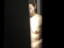 【盗撮動画】家の窓の隙間から全裸やトイレ風景を覗き撮られた素人女子たちの無警戒な私生活♪の画像