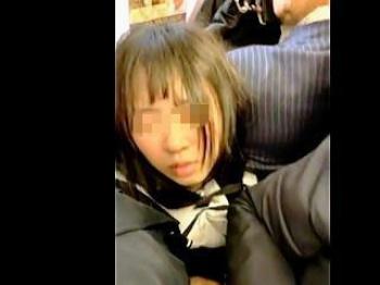 【盗撮動画】完全に痴漢の手淫で敏感な陰部を弄られてる満員電車で埋没してる女の子♪の画像