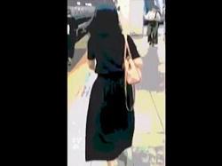 【盗撮動画】ハイエナの如く群がる痴漢たちの手マンを迎え入れているロングスカートの痴女子♪の画像