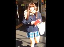 【盗撮動画】視界に入った女子校生はすべてがパンチラターゲット!節操のないスカメク撮り師♪の画像