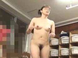 【盗撮動画】子連れのママさんからJCらしき少女たちの裸まで堪能できる女風呂脱衣所絶景♪の画像