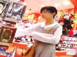 【盗撮動画】休日のSCで見かけたJCっぽい女の子のロリーなおぱんちゅを隠し撮り♪の画像