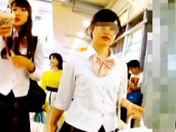 【盗撮動画】JKコンパニオンっぽい女の子のパンティはフレッシュでカキ頃だった件♪の画像