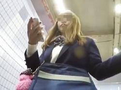 【盗撮動画】悶絶必至!風俗店にスカウトされそうな茶髪JKのパンチラはやっぱり凄かった♪の画像