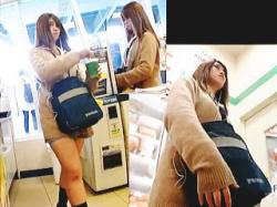 【盗撮動画】もはや女子校生などというジャンルには収まらない風俗系のJKパンチラ♪の画像