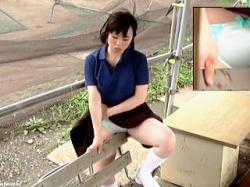 【無修正盗撮動画】体育会系部活JKはベンチの角オナニーで練習前のアップを済ませてる件♪の画像