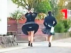 【盗撮動画】女子校生の風パンチラには一瞬の儚さと遭遇できたことへの幸福感に満ちている♪の画像