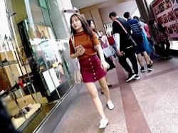 【盗撮動画】東アジア系の女の子のパンチラは何の違和感もなく興奮MAXで楽しめる件♪の画像