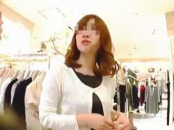 【盗撮動画】おっとり系の店員さんに逆さ撮りアタックしてイメージ通りの萌えパンチラゲット♪の画像