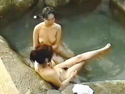 【盗撮動画】ヌキどころ満載で精巣スッカラカン!温泉ガールたちで賑ってる露天風呂絶景♪の画像