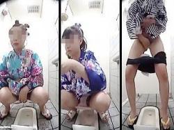 【盗撮動画】目が忙しいw花火大会会場の女子トイレにやって来た浴衣ギャルたちのマルチ放尿♪の画像