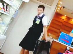 【盗撮動画】空港内のショップで働く女性店員さんの麗しきパンスト越しのセクシーパンティ♪の画像