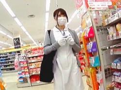 【盗撮動画】激務の合間を縫ってスーパーでお買い物してる白衣の天使の悪魔が微笑む激エロ下半身♪の画像