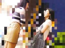 【盗撮動画】女友達の隣で痴漢に手マンされてるのにガン無視されて女の友情の儚さを知った彼女♪の画像
