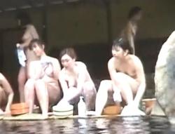 盗撮魔が集う某森林浴場(露天風呂)で裸体を隠し撮りされまくる可哀相な女子たちwwwの画像