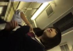 《盗撮動画》この美少女JK、清楚な見た目してドスケベなぱんつ穿いててワロタwwwの画像