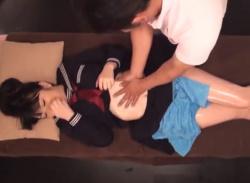 セーラー服JKちゃん(美少女:巨乳)、部活後のマッサージで中出しレイプの餌食になるの画像