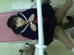 産婦人科に受診しに来た美少女JKちゃん、変態医師のレイプ診療&無断挿入の餌食になるの画像