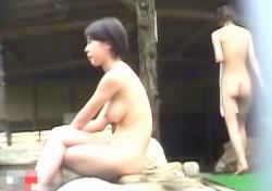 ちょっと若杉内科医・・有名温泉宿で裸体を隠し撮りされた美乳美少女の画像