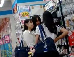 童顔JKが丸一日穿き込んでムレムレになった純白パンツを逆さ撮りしたこの動画wwwの画像