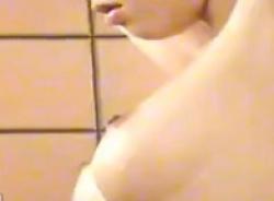 女風呂脱衣所盗撮・美乳の可愛いギャルっぽい若い子の画像