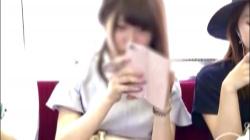 【パンチラ盗撮】電車内で真正面に座る清楚系なお姉さん♡スカートの中をこっそり撮影するとパンティ見えず、まさかのノーパンを隠撮の画像