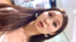 【パンチラ盗撮】都内、おしゃれなショップ店員の美人なお姉さん♡清楚で綺麗な容姿のお姉さんのスカートの中!逆さ撮りでパンティを隠撮の画像