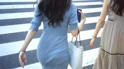 【街撮り】後ろ姿がセクシーなお姉さん♡背後から追跡!お尻をフリフリ歩く印象的な歩行姿を隠撮の画像