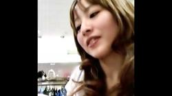 【パンチラ盗撮】ショップ店員のギャル風でモロ好みなお姉さん♡有名盗撮師が逆さ撮りでパンチラを隠撮の画像