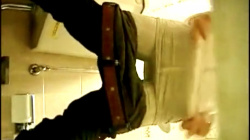 【女子トイレ盗撮】便所の床に穿たれた縦穴の中で待ち構え♡パンティをずり下ろし屈むと、生殖器が超接近を逆さ撮りで隠撮の画像