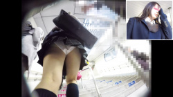 美人JKの可愛いパンティを逆さ撮り!透き通るような白い肌にムチムチな太ももがたまらない( ´∀`)の画像