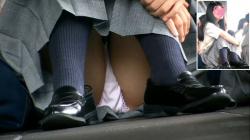 可愛いJKちゃん達の街撮り座りパンチラ!可愛いピンクのパンツが映えまくる( ^ω^ )の画像