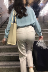 直見えじゃない興奮!エロすぎるパンツの線と腰パンチラ画像集( ^ω^ )の画像