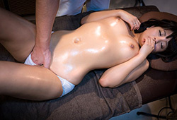 別々な部屋にさせられる男女カップル。マッサージ師の巧みな手技で彼女は少しずつ欲情し淫らになって行く。の画像