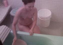 貧乳美女、乳首を勃起させながら入浴中の所を隠し撮りされるの画像