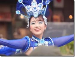 神戸サンバチームのちょっと可愛い娘さんのブラが浮いて、もうちょっとで乳首が見えそう?なセクシーGIFwwwの画像