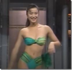 女優の鈴木京香が20歳の時に見せてくれた水着のオッパイがちょこっと揺れてるセクシーGIFや動画wwwの画像